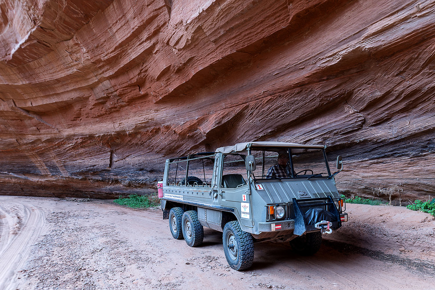 explore navajo tour vehicle